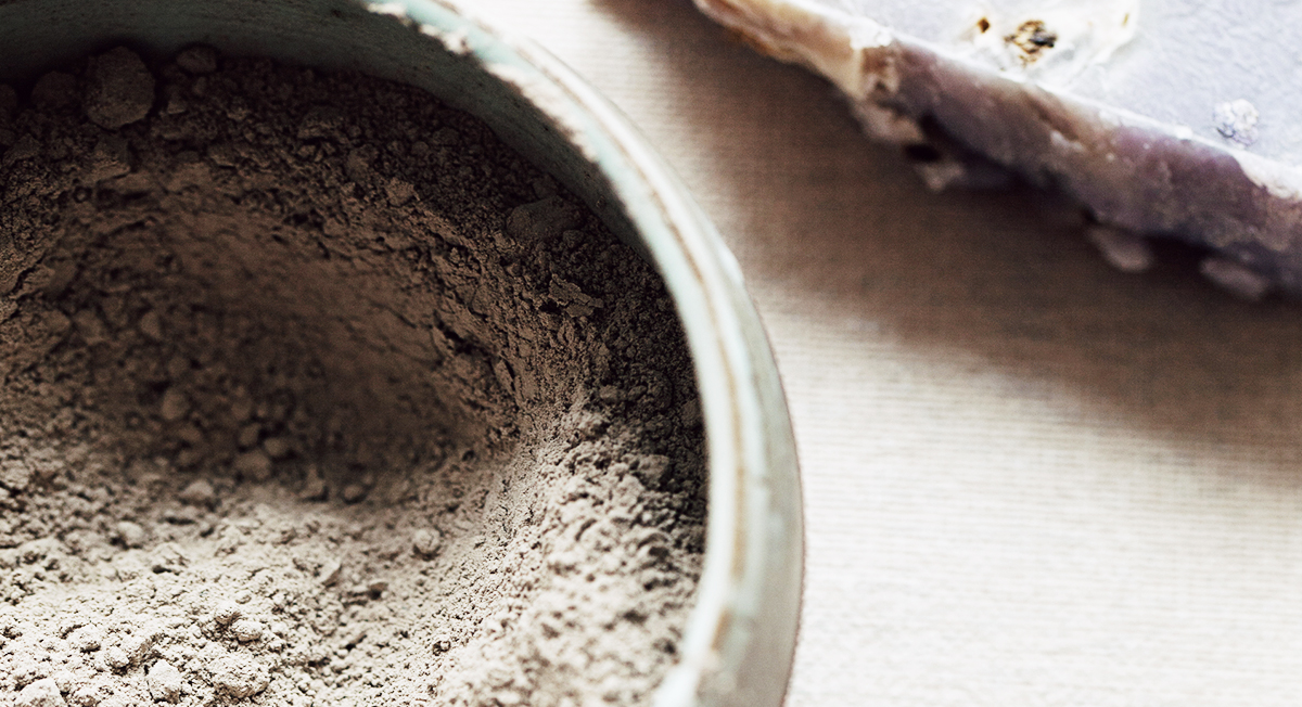 The One-Ingredient Way to Reap the Benefits of a Mineral Mud Bath at Home