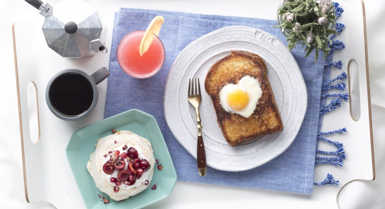 Surprise Mom With This Luxurious Mother's Day Breakfast In Bed