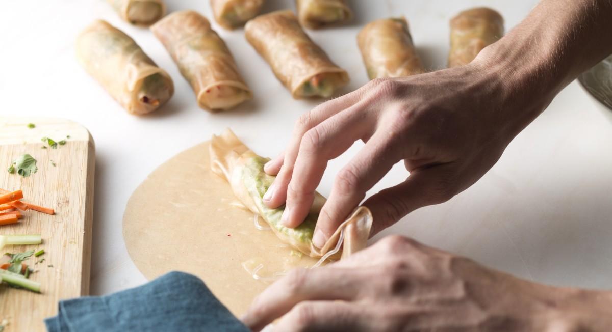 Rolling spring rolls