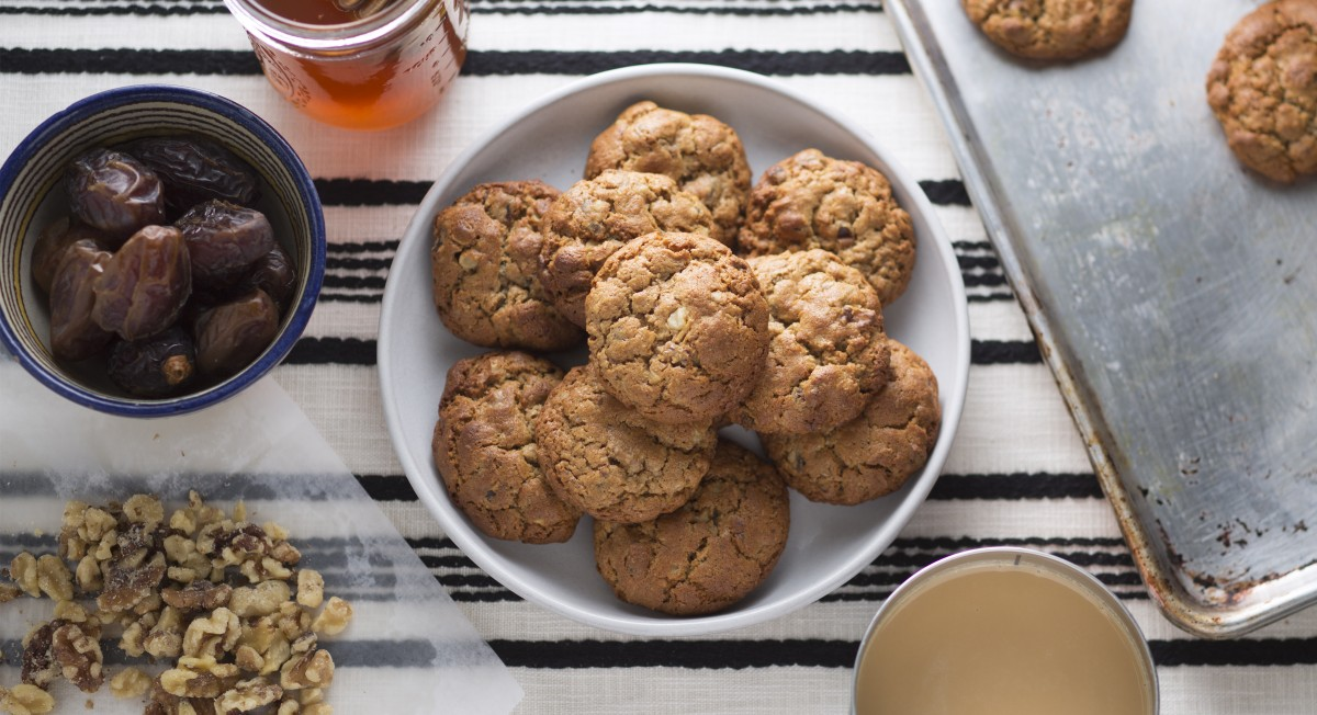 Tahini date cookies