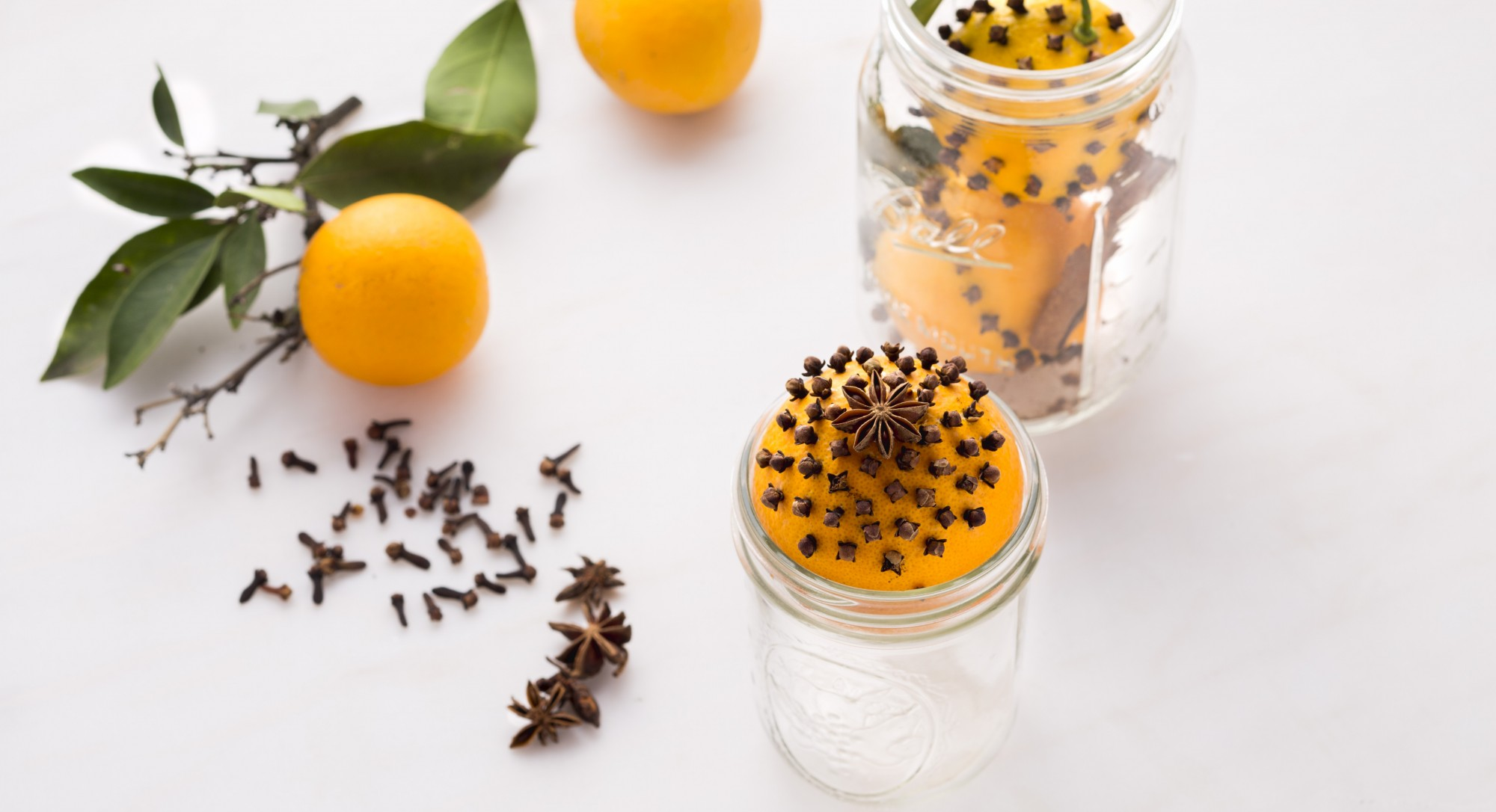 Make Your Home Smell Like Christmas With These 8 All-Natural DIY Tricks