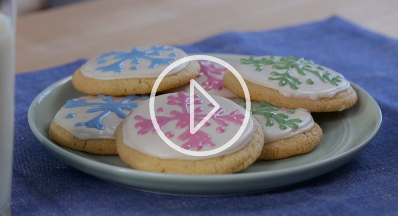 VIDEO: How to Make the Prettiest (And Yummiest) Gluten-Free Holiday Cookies