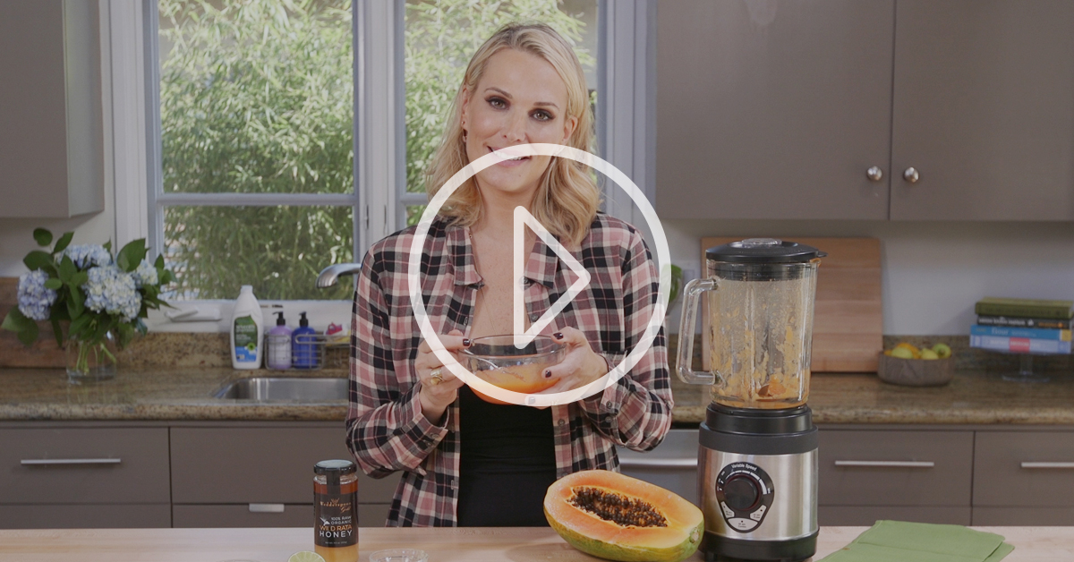 VIDEO: Molly Sims Whips Up A Citrus Face Mask For Supermodel Skin