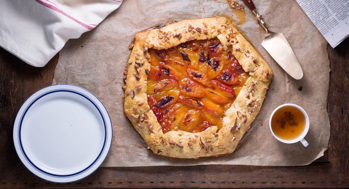 Apricot thyme galette