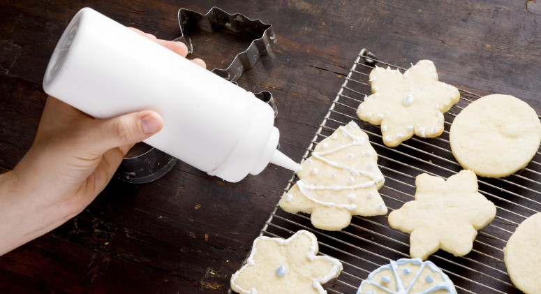 Tip of the Week: Make Cookie Decorating Mess-Free With This Simple Trick
