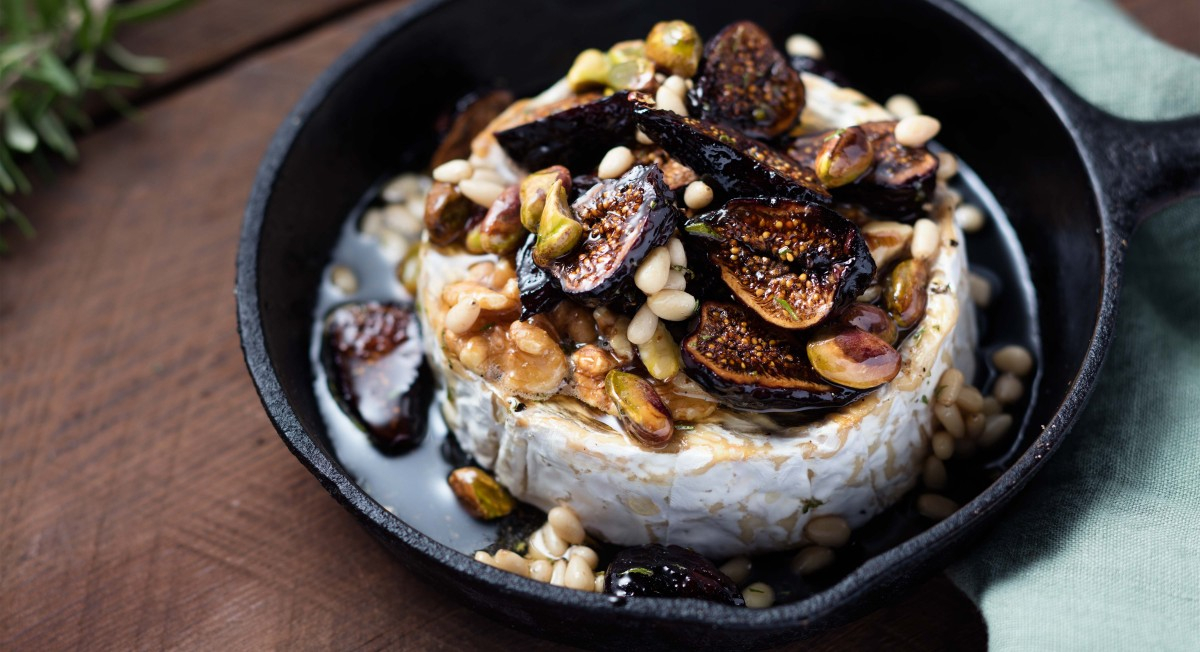 Baked brie with dried fruit
