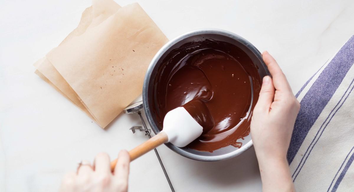 Tempering chocolate