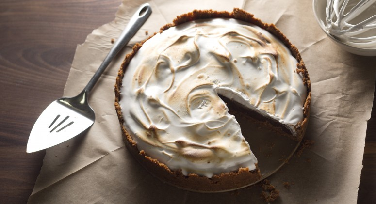 Dazzle Dinner Guests With a Salted Chocolate S'Mores Tart