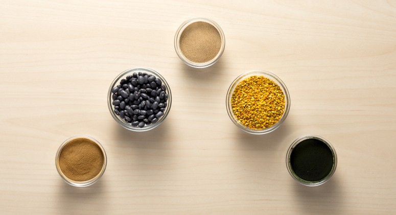 5 Strange Superfoods That Belong In Your Smoothie (Beans Included!)