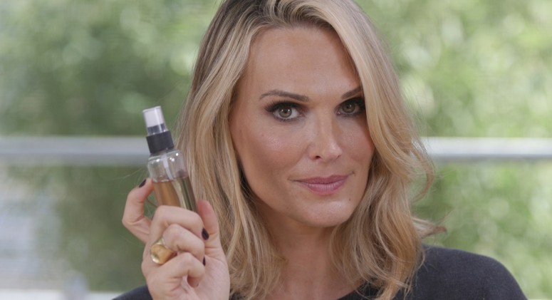 VIDEO: Molly Sims' DIY Supermodel Secret to Boosting Dull Hair