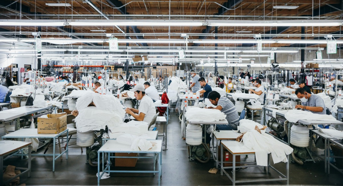 Everlane and Thrive Market are Teaming Up to Give Back to Factory Workers