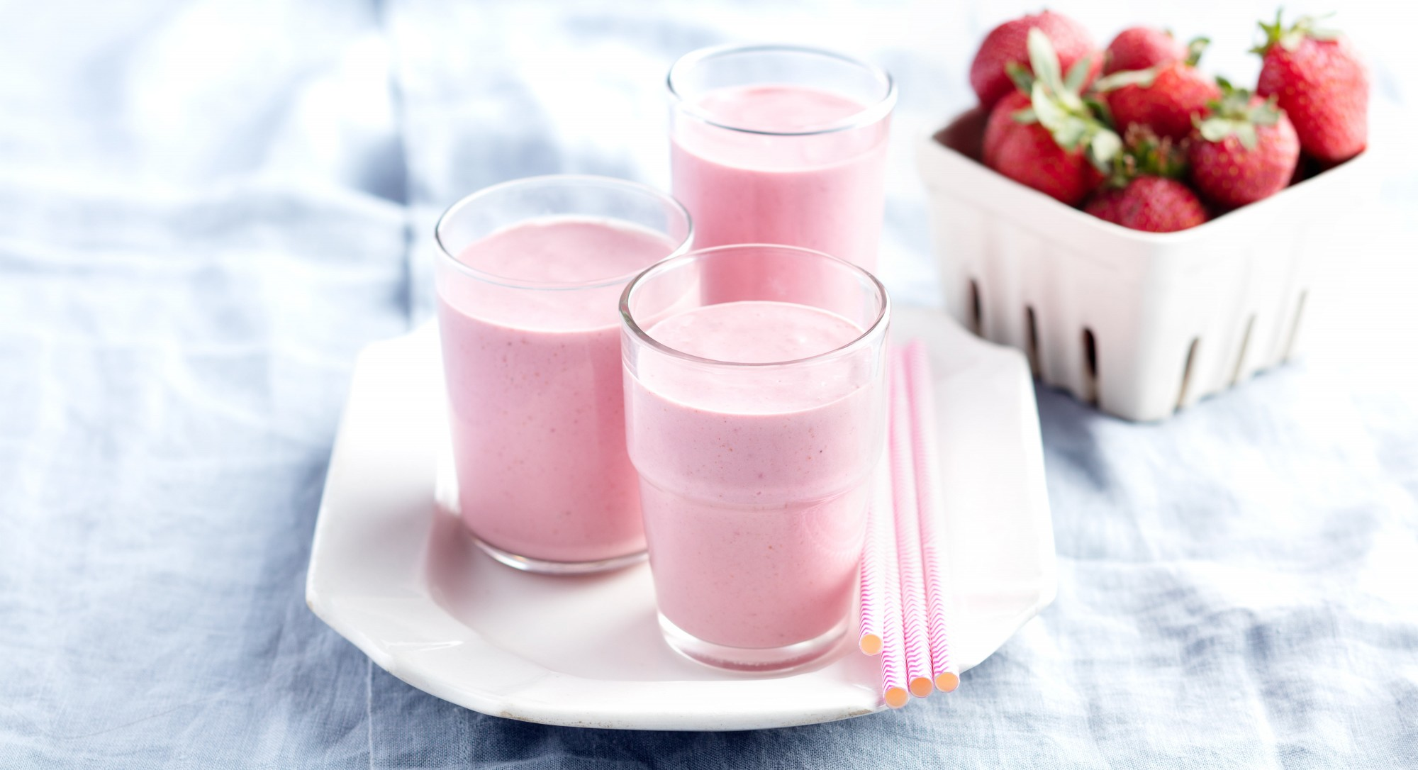 A Perfectly Pink Pomegranate Smoothie, Just in Time for Valentine's Day