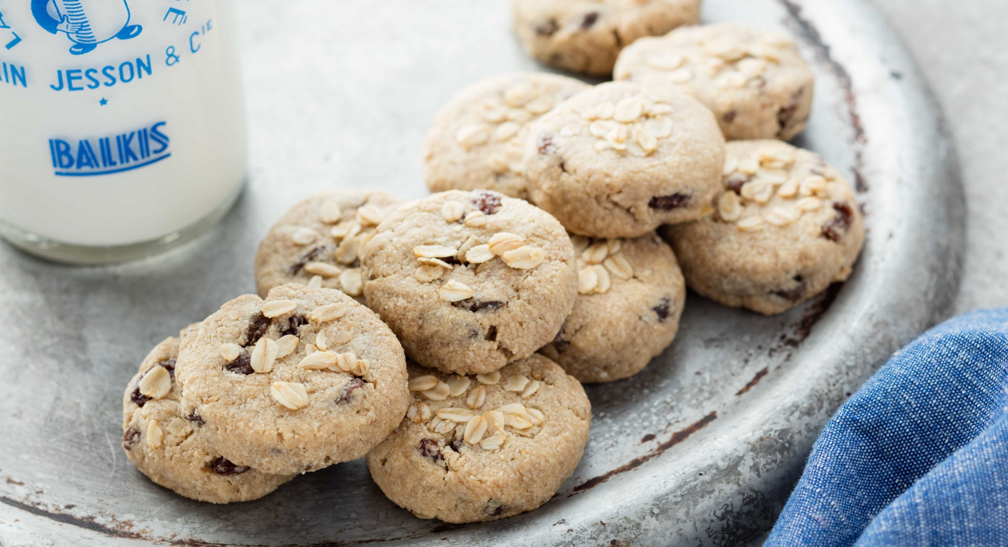 Vegan Oatmeal Raisin Cookies Recipe