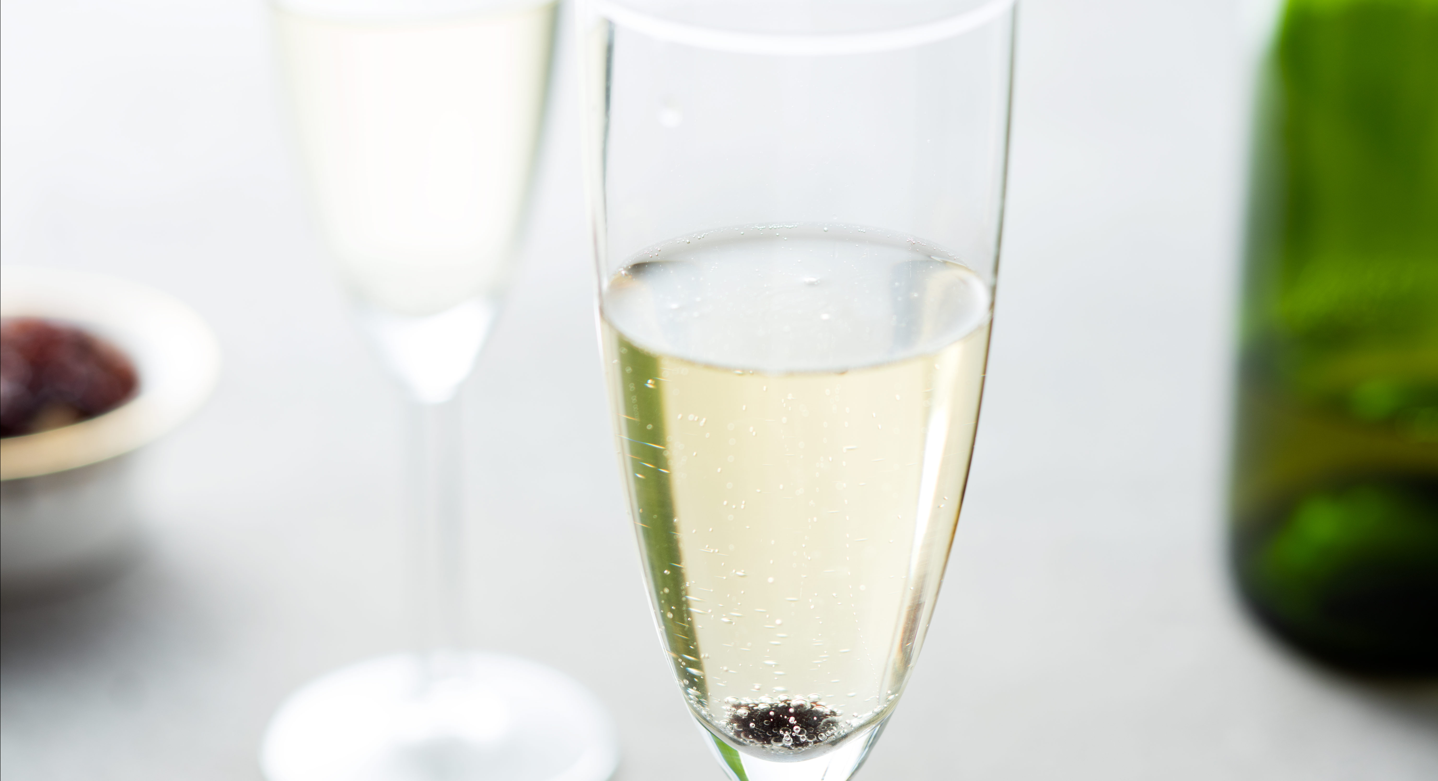 How Does A Raisin Revive Champagne?