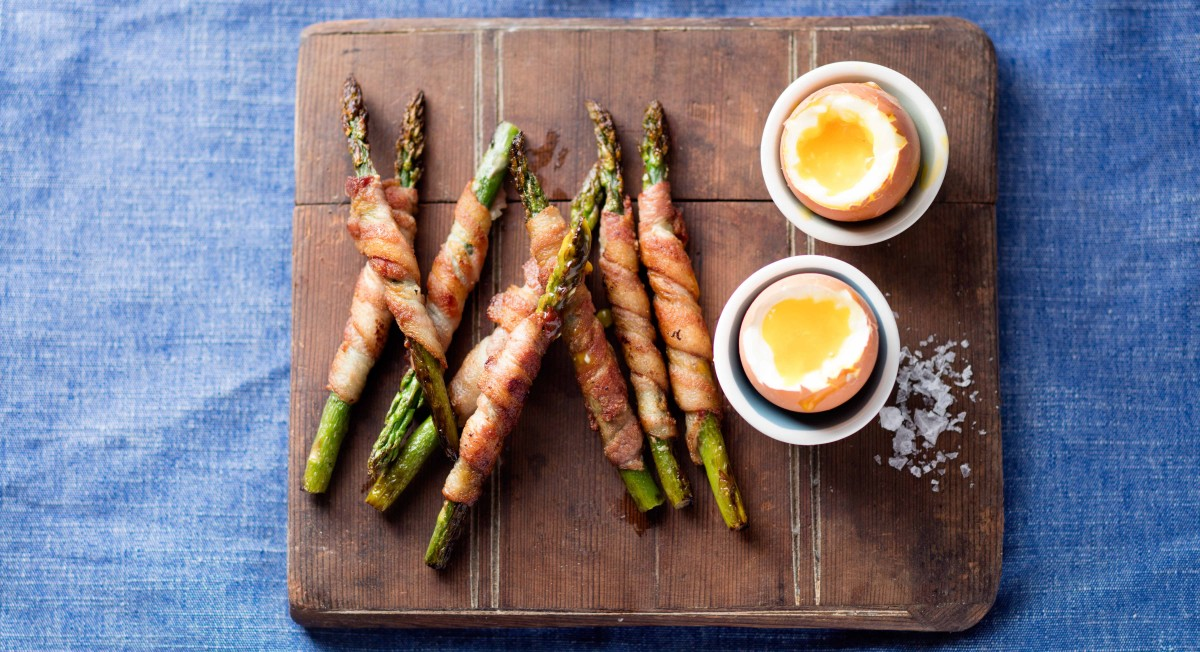 Bacon asparagus soldiers