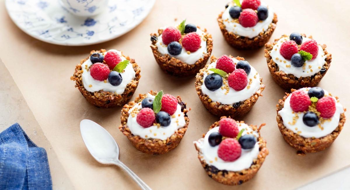 Granola yogurt tarts