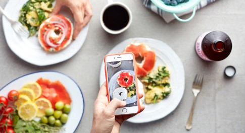 3 Reasons to Put Down Your Smartphone and Try Mindful Eating