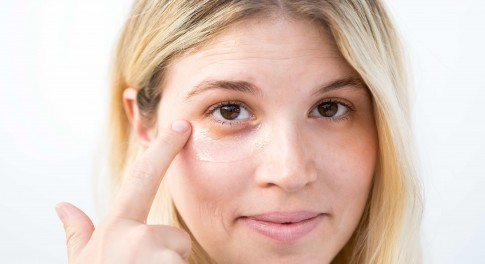 Banish Dark Circles, Puffiness, and Fine Lines With This DIY Eye Mask
