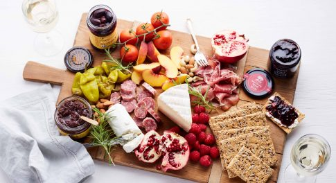 The 5 Key Components of the Ultimate Cheese and Charcuterie Board