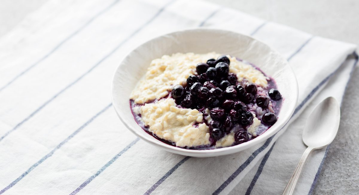 brown rice porridge with blueberries
