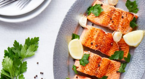 Sautéed Salmon With Garlic-Lemon Sauce Recipe