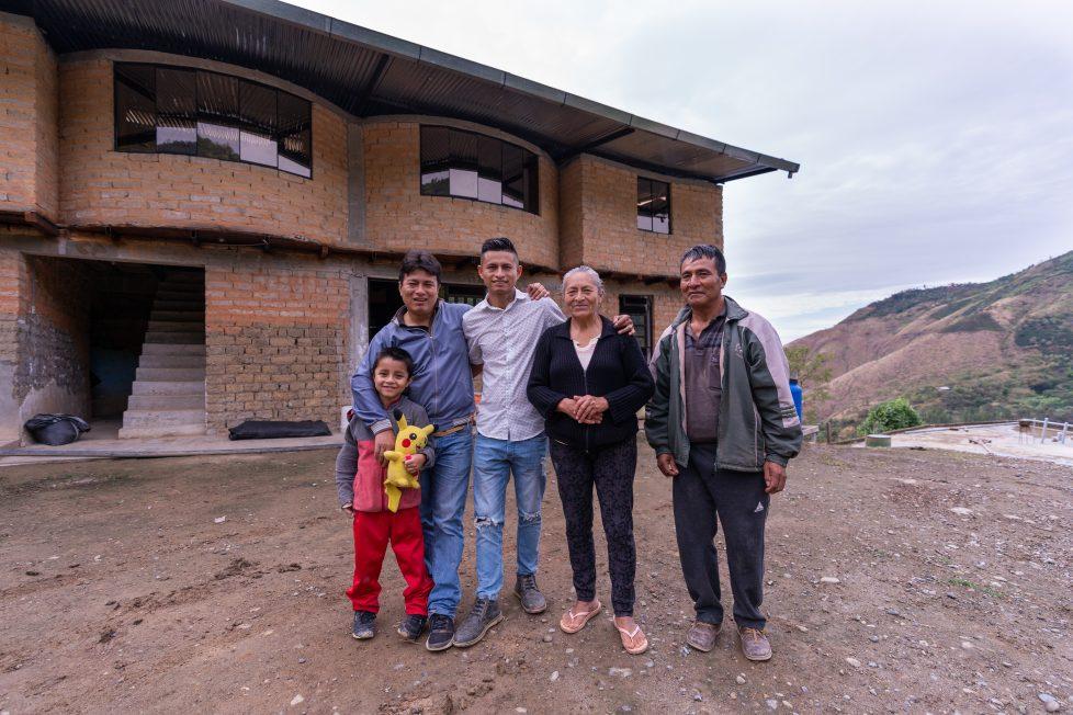 Peruvian coffee collective family photo